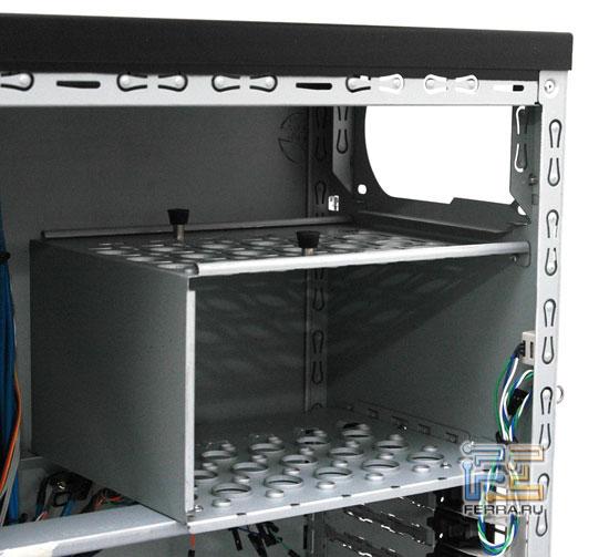 Enermax CS718: отсеки блока питания и жёстких дисков