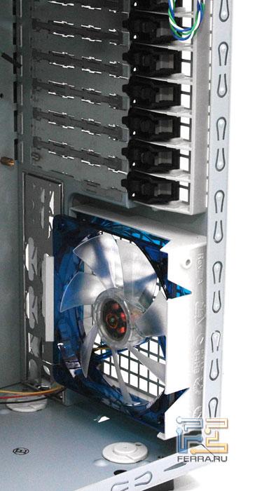 Enermax CS718: вентилятор на задней стенке